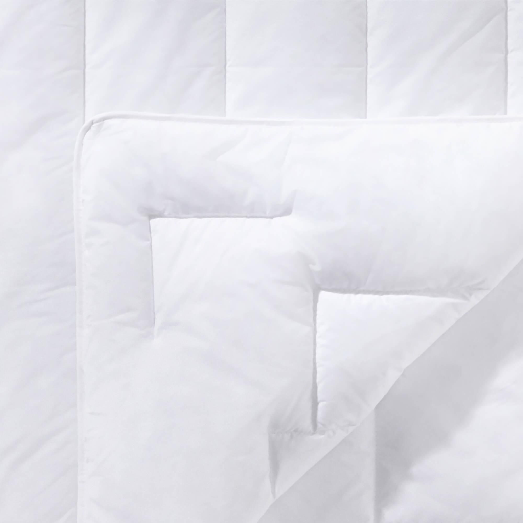 Faserdecke Premium Sommerbettdecke schlafgut 200x200cm