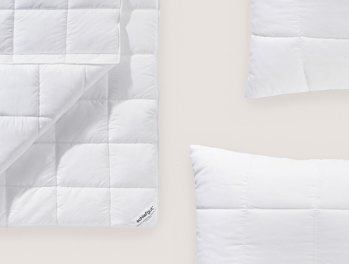 Bettdecke und Kopfkissen